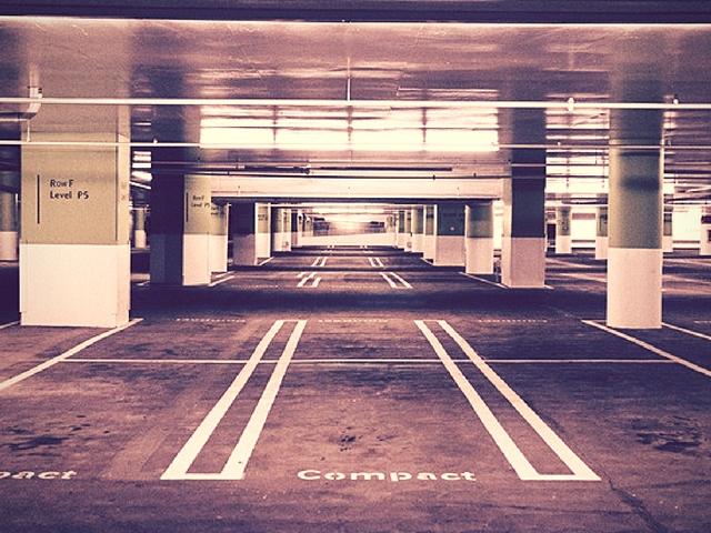 garaje con columnas-peligro de rozar el coche